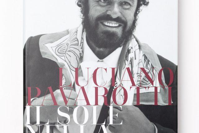Il racconto iconografico della lunga carriera che ha reso Pavarotti uno degli artisti più conosciuti ed amati al mondo